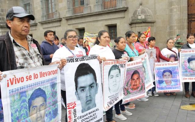 Concluye reunión de AMLO con padres de normalistas de Ayotzinapa - AMLO se reúne con padres de normalistas desaparecidos de Ayotzinapa