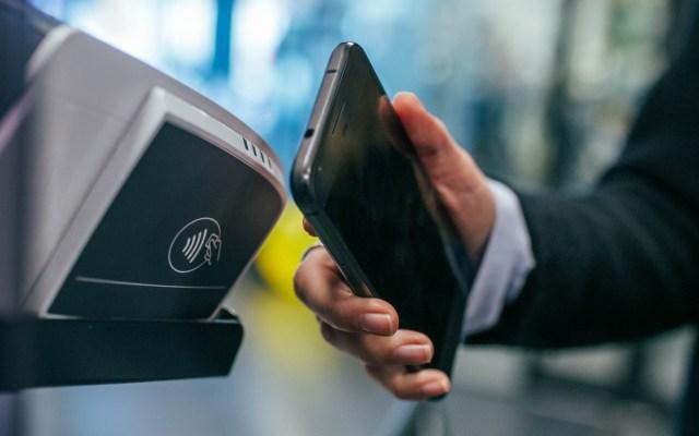 CoDi empezará a funcionar el lunes en todo México - Pago celular dinero tarjeta
