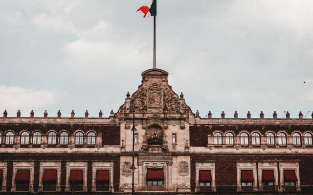 Este mediodía, reunión en Palacio Nacional para alistar T-MEC - Palacio Nacional de la CDMX. Foto de Alejandro Barba / Unsplash