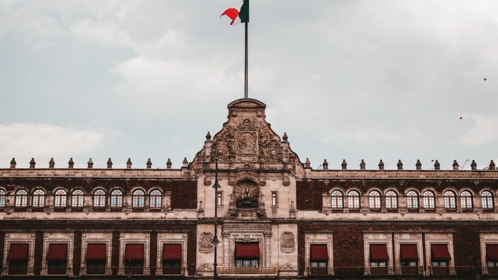 Blindan Palacio Nacional por marcha del 2 de octubre - Palacio Nacional de la CDMX. Foto de Alejandro Barba / Unsplash