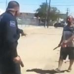 #Video Policía en Sonora mata a sujeto que lo intenta agredir