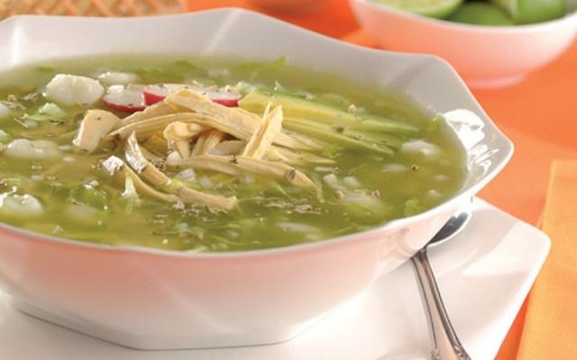 El pozole es el platillo ideal para festejar la Independencia de México - Pozole verde con pollo. Foto de Profeco