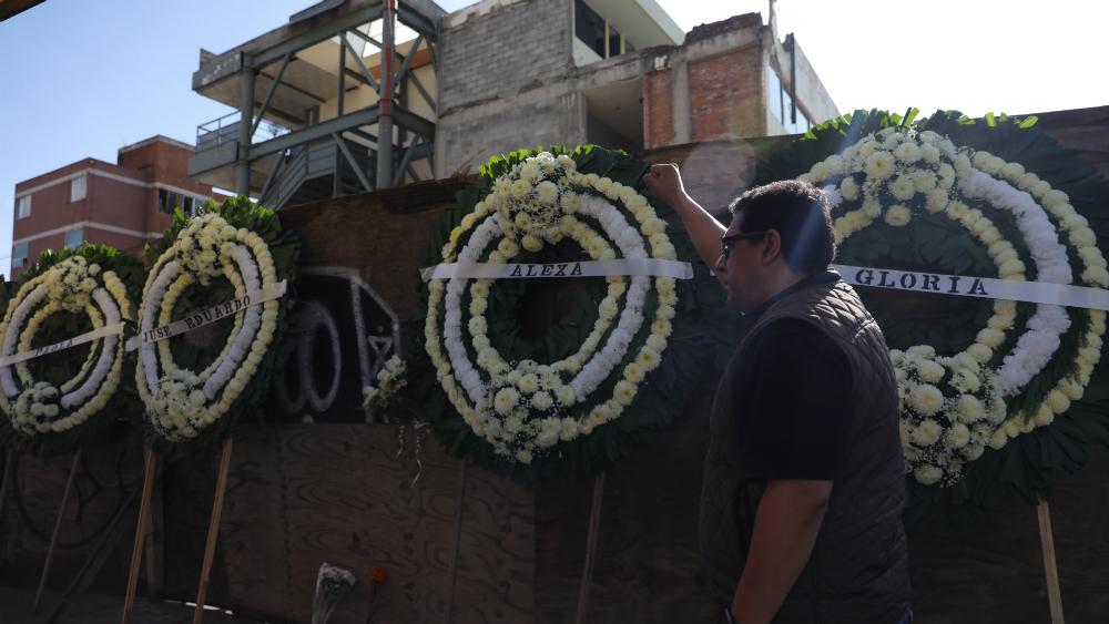 Prisión preventiva para encargado de obras del Colegio Rébsamen - Misa en 2019, en las inmediaciones del colegio Rébsamen en memoria de las víctimas. Foto de EFE / Archivo