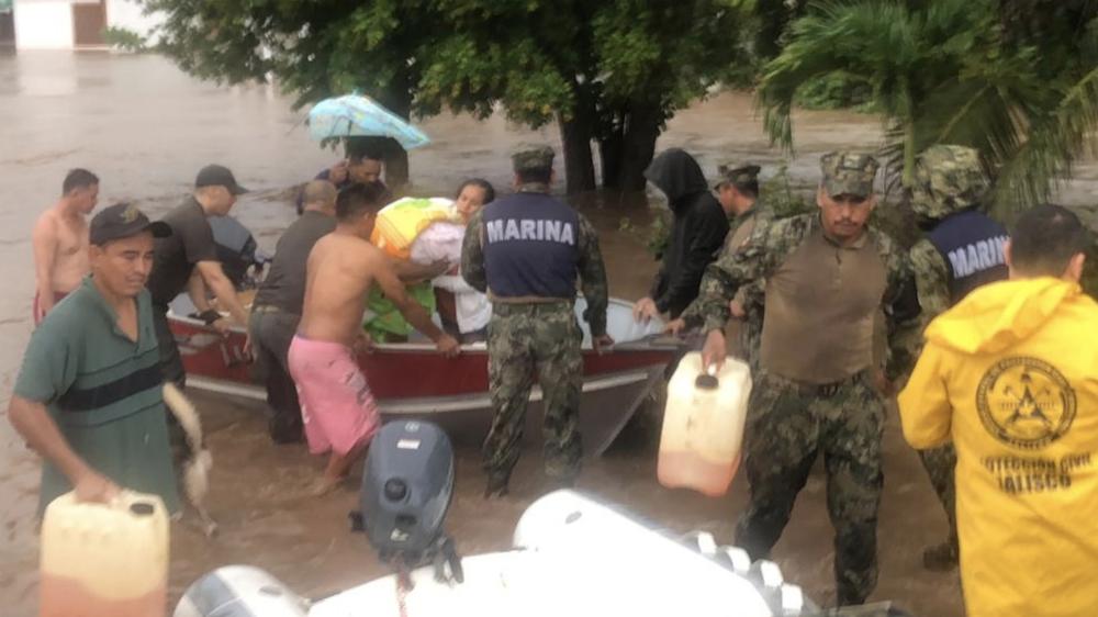 Suman 17 rescates de personas tras crecida de río en Jalisco - Fotos de @PCJalisco