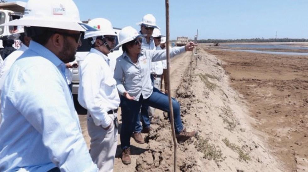 """""""Aquí en el encargo refinería Dos Bocas ¡ Feliz, feliz… feliz!"""": Rocío Nahle - Foto de Twitter Rocío Nahle"""