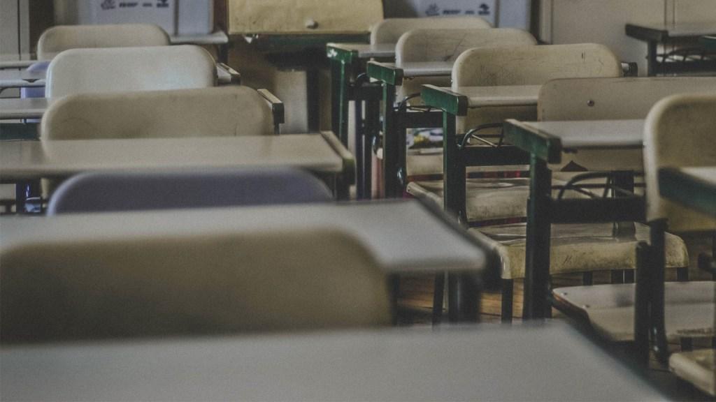 Estudiante amenaza con matar a sus compañeros en la Ciudad de México - coronavirus Salón de clase escuela