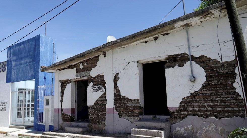 Detecta ASF presuntas irregularidades en FONDEN por sismos de 2017 - Fotografía fechada el 9 de septiembre de 2019, que muestra una fachada de una casa afectada por el terremoto de 2017, en la comunidad de San Juan Pilcaya. Foto de Hilda Ríos/EFE.