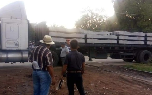 Bloquean trabajadores línea de ferrocarril en Oaxaca - Foto de @noticias_z