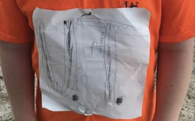 Niño que sufrió burlas por una playera terminó diseñando una - Foto de CNN