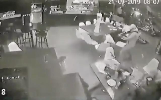 #Video Ataque armado en bar de Uruapan deja al menos cuatro muertos - Captura de pantalla