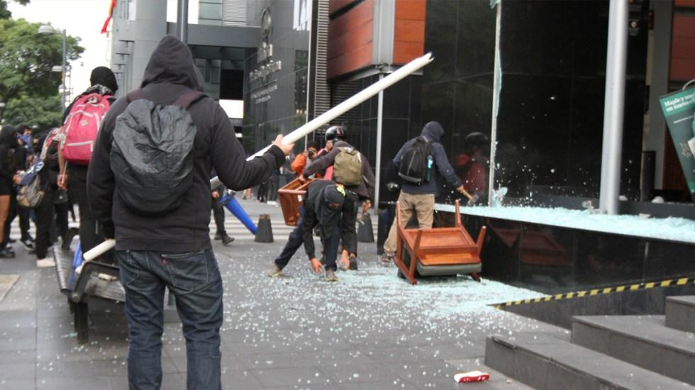 Inaceptable vandalismo a comercios y edificios públicos: Gutiérrez Müller - Vandalismo en la CDMX. Foto de Notimex