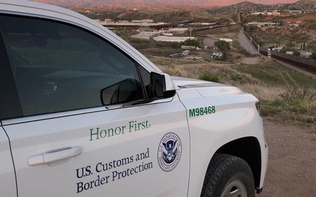 """Habitantes de la frontera, hartos de """"abusos"""" de agentes en EE.UU. - Vehículo de la Oficina de Aduanas y Protección Fronteriza de EE.UU. en la frontera. Foto de @customsborder"""