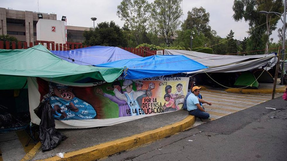 AMLO celebra acuerdo con CNTE por Reforma Educativa - cnte camara de diputados