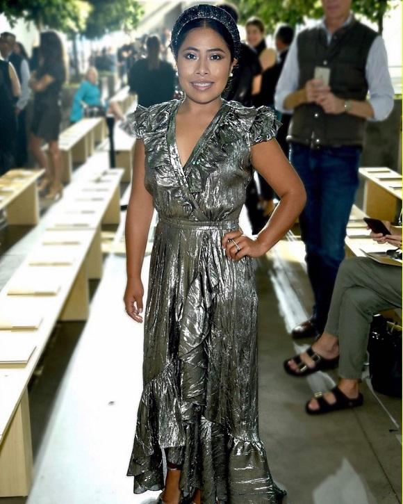 Yalitza Aparicio en el desfile de Michael Kors durante la Semana de la Moda de Nueva York. Foto de @djquintero