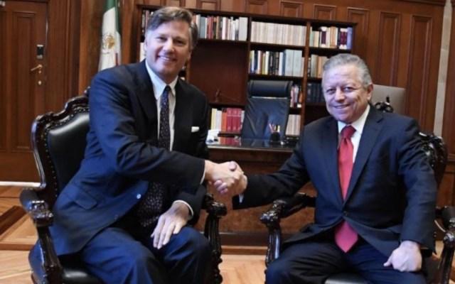 Se reúnen embajador Christopher Landau y Arturo Zaldívar - Foto de @SCJN