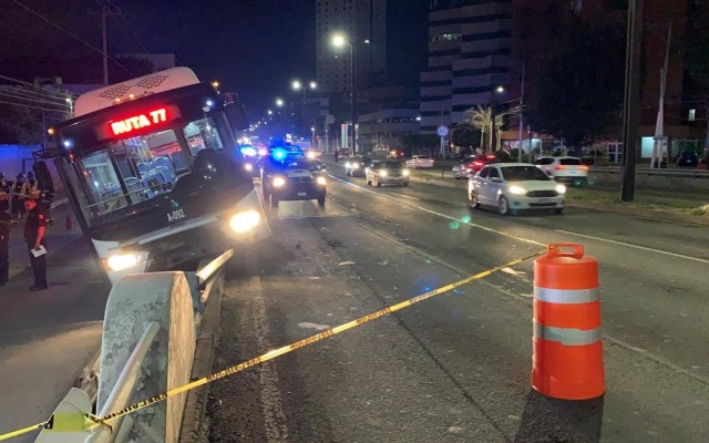 Choque de QroBús deja siete lesionados en Querétaro - Accidente de autobús en Querétaro. Foto de @ADNQro