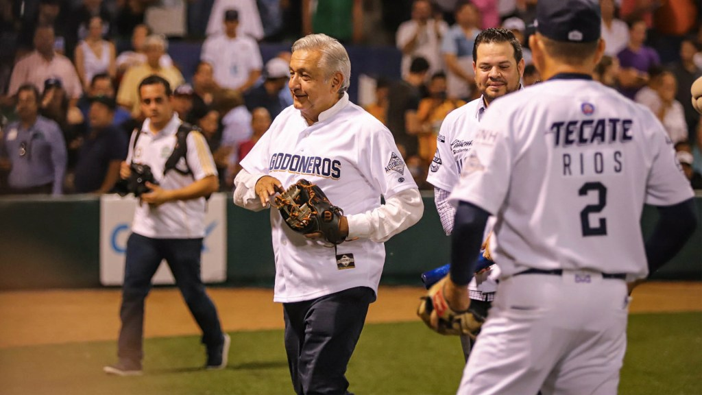 López Obrador inaugura temporada de Liga del Pacífico en Guasave - AMLO Guasave López Obrador Béisbol