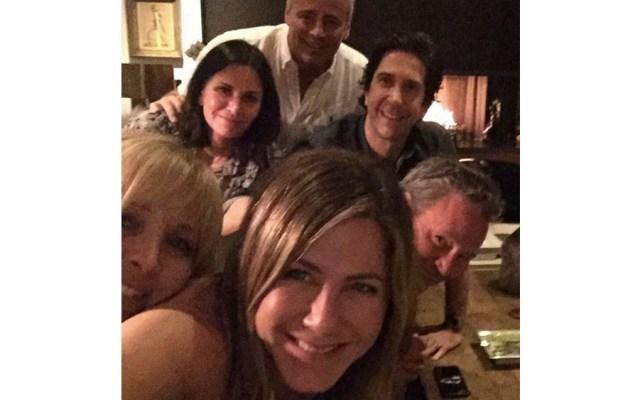 Jennifer Aniston debuta en Instagram con reparto de Friends - aniston friends