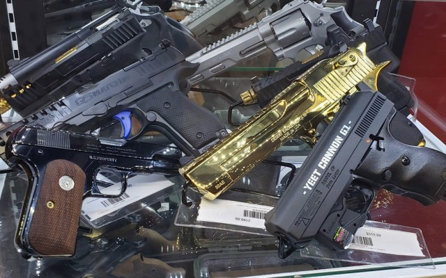 "México no quitará ""dedo del renglón"" en tráfico de armas, advierte Ebrard - Armas arma Estados Unidos"