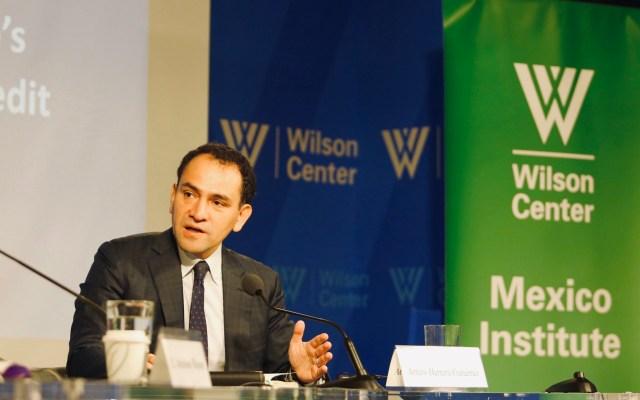 Desaceleración económica me mantiene despierto por las noches: Herrera - Arturo Herrera en evento de The Mexico Institute. Foto de @MexicoInstitute