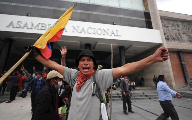 Indígenas toman el Parlamento de Ecuador en medio de tensión política - Asamblea Ecuador Manifestación indígenas