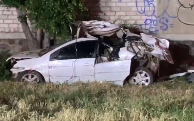 Mueren tres menores de edad en accidente carretero de Tonalá - Auto en el que viajaban las víctimas mortales de accidente en Tonalá. Foto de @AlertaVialZMG