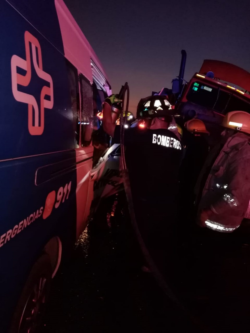 Auxilio a víctimas que viajaban en ambulancia de traslados. Foto de @sspyuc