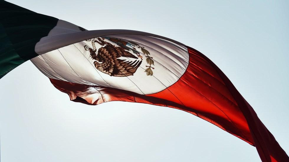 México tiene 20 años con desempeño deficiente en competitividad: Imco - Bandera de México. Foto de Luis Vidal / Unsplash