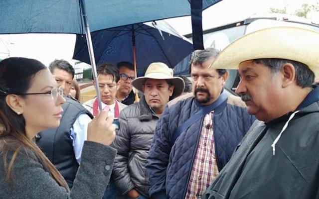 Campesinos bloquean accesos a la Cámara de Diputados; no está cancelada la sesión, asegura Laura Rojas - Foto de @Mx_Diputados