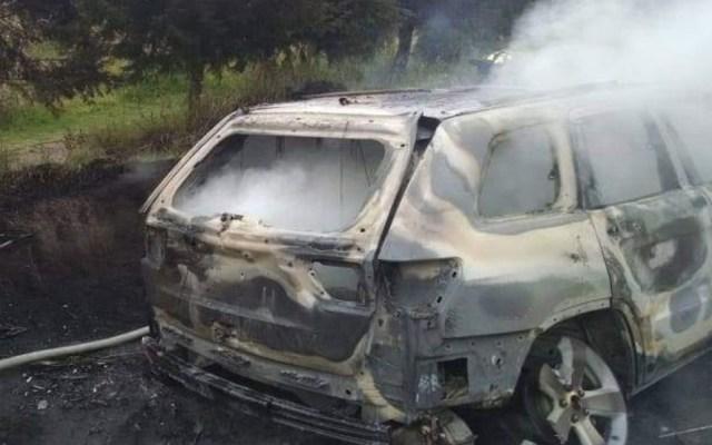 Hallan calcinado a exfuncionario del Estado de México - Camioneta incendiada de exfuncionario del Estado de México. Foto de @trespm
