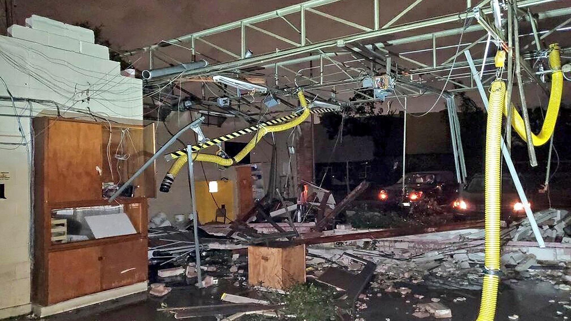 Bomberos en atención de colapso de edificio. Foto de @DallasFireRes_q