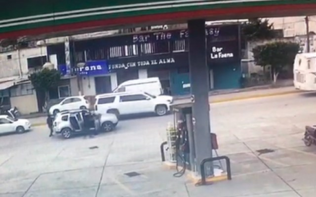 #Video Comando acribilla a conductor de camioneta de lujo en Tabasco - Comando ejecuta a hombre en Tabasco