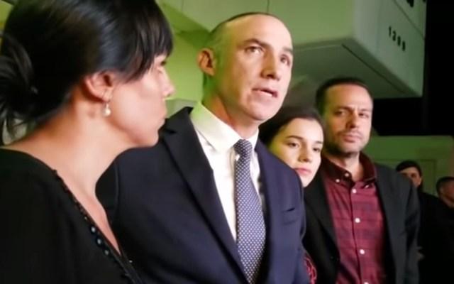 #Video Desmienten petición de ayuda al FBI para hallar restos de José José - Cónsul de México en Miami con hermanos Sosa. Captura de pantalla / LDD