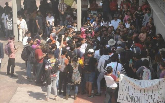 Alumnos de CCH Sur protestan en CU por caso de abuso sexual - CU rectoría UNAM CCH Sur