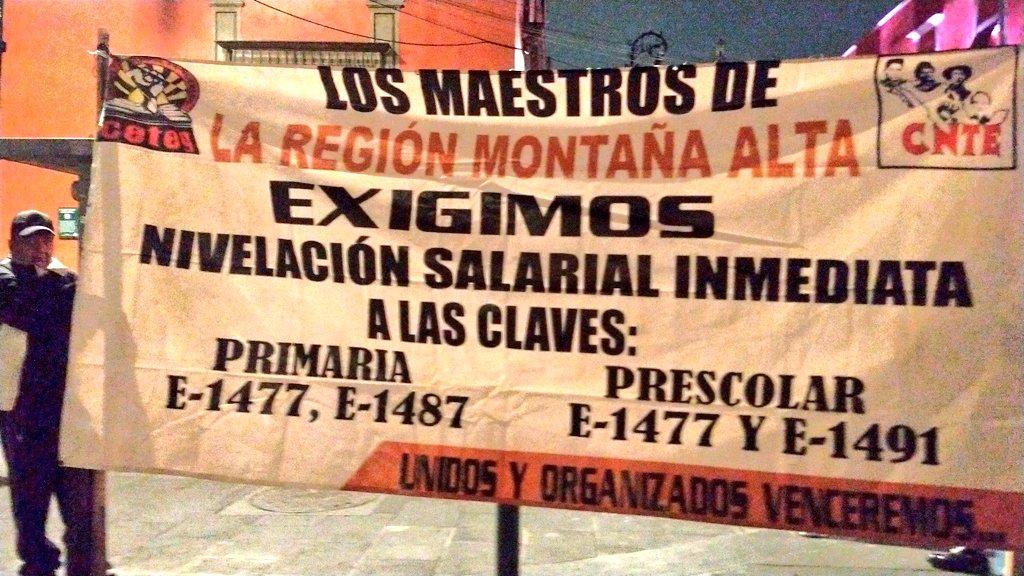 Demandas de profesores de Guerrero. Foto de @gallegoso