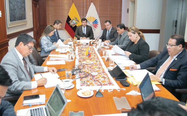 Suspenden sueldo a legisladores ecuatorianos acogidos en embajada mexicana - Foto de Twitter César Litardo