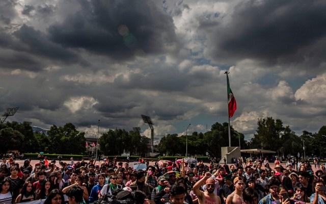 Hasta 10 movilizaciones afectarán el tránsito de la Ciudad de México - Estudiantes de la UNAM en la explanada frente a Rectoría, en CU. Foto de Notimex