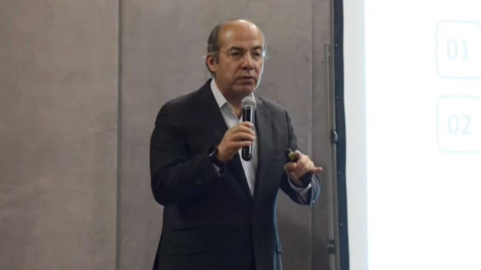 """""""Me van a hacer los mandados"""": Calderón asegura que AMLO busca revancha política - Felipe Calderón en conferencia magistral. Foto de EFE"""