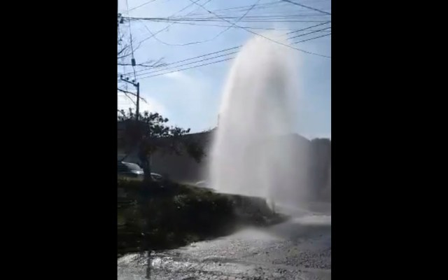 #Video Fuga de agua en la colonia Lomas de Padierna - #Video Fuga de agua en la colonia Lomas de Padierna