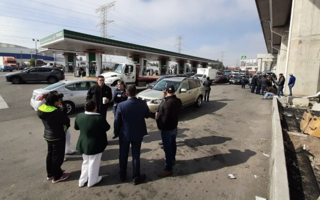 Profeco inmoviliza tanque de gasolinera en Edomex tras vender hidrocarburo con agua - Foto de @AMXNoticias