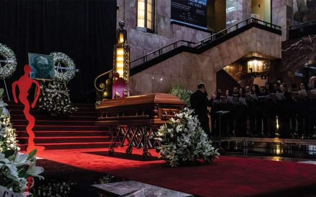 Realizan homenaje a Gilberto Aceves Navarro en Bellas Artes - Foto de Notimex