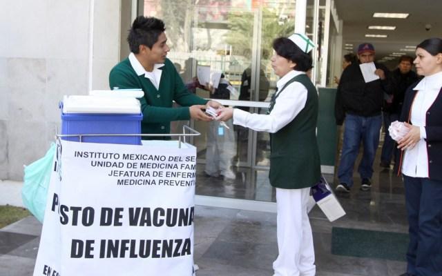 IMSS aplicará 10 millones 802 mil 118 vacunas contra la influenza - Puesto de vacunación del Seguro Social. Foto de IMSS