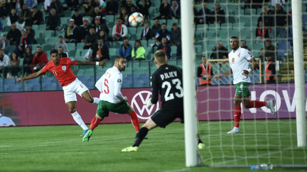 Árbitro detiene juego entre Bulgaria e Inglaterra por cánticos racistas - Foto de @England