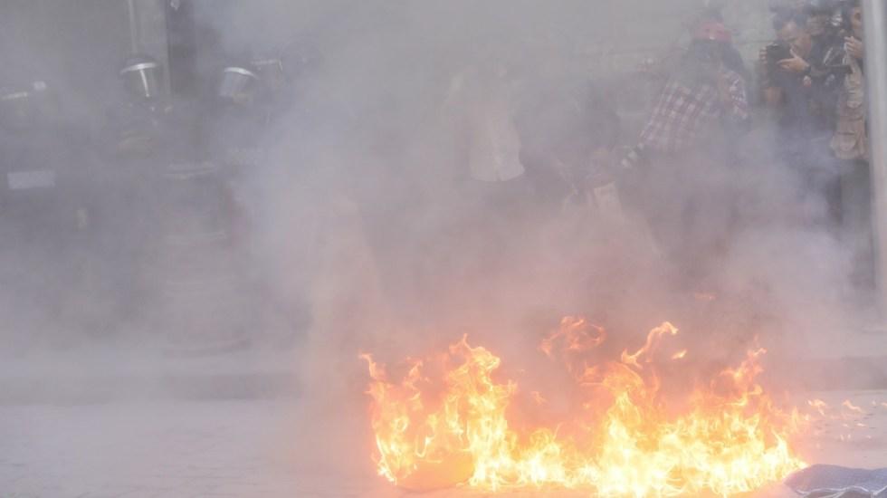 Destaca López Obrador buen comportamiento durante la marcha del 2 de octubre - Autoridades se enfrentan a algunos manifestantes, estudiantes y sobrevivientes de la masacre de 1968 que marchan en Ciudad de México. Foto de EFE/Sáshenka Gutiérrez.