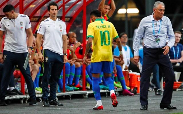 Lesión de Neymar lo dejará fuera del PSG cuatro semanas - Neymar sufrió una lesión durante el amistoso contra Nigeria