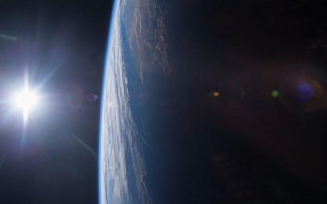 Astronauta de la NASA pide hoteles antes de impulsar turismo espacial - Ocaso desde el espacio exterior. Foto de NASA / Terry Virts