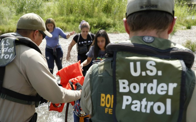 Familias superan el 50 por ciento de migrantes detenidos en frontera de EE.UU. - familias migrantes
