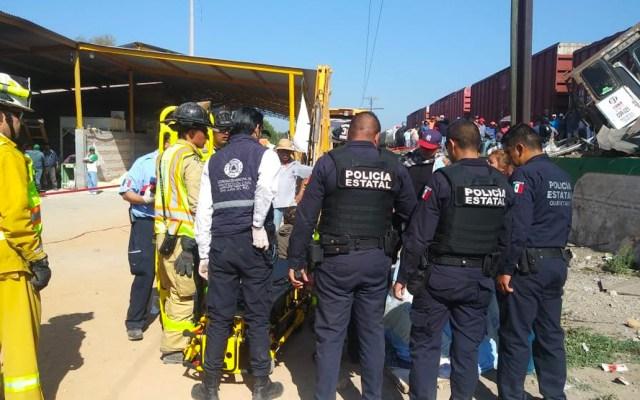 Aumenta a nueve la cifra de muertos por choque de tren y camión de pasajeros en San Juan del Río - En la comunidad de La Valla, en San Juan del Río, Querétaro, un tren embistió a un camión de pasajeros que intentó ganarle el paso. Foro de PC