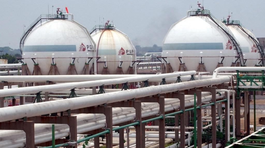 AMLO afirma que Reforma Energética provocó caída en producción de petróleo - Imagen cedida por la empresa Petróleos Méxicanos (Pemex) de su refinería ,Complejo Cactus, en el estado mexicano de Chiapas. Foto de EFE/PEMEX.