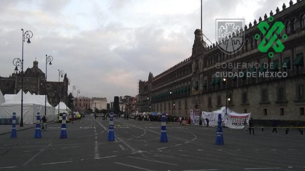 Manifestantes cierran el circuito Plaza de la Constitución - Plaza de la Constitución cerrada a la circulación. Foto de @OVIALCDMX